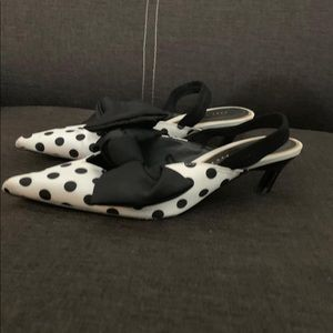 Zara ~ pointy polka dots white/black shoes EU 36